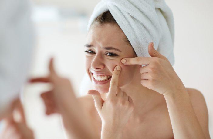 Maquiagem para disfarçar espinhas
